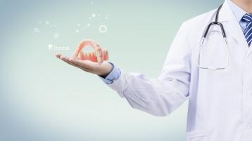 防疫期间,跟着中山口腔医生了解种植牙优点吧!