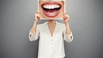 牙齿矫正必须去医院做手术吗?小榄口腔给你正解